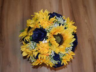 Dawn's Special Memories Wedding Flowers 1