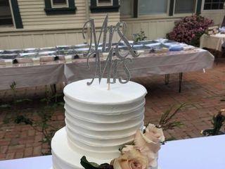 Mare's Custom Cakes 5
