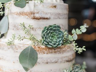 Lesley's Creative Cakes, Flowers & Catering 3