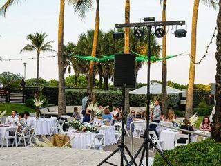 Kimpton Surfcomber Hotel in South Beach Miami 4