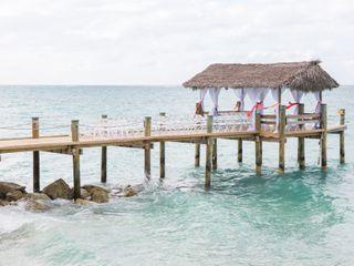 Compass Point Beach Resort 4
