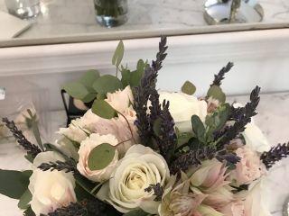 Jardiniere Fine Flowers 5