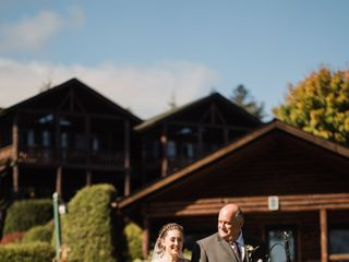 The Boathouse Restaurant and The Lodges at Cresthaven 4