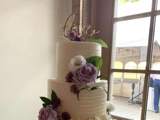 Clara's Custom Cakes 1