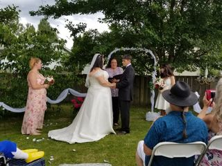 An Upbeat Wedding Officiant For Your Wedding 1