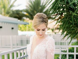 Nikki's Glitz And Glam Bridal Boutique 3