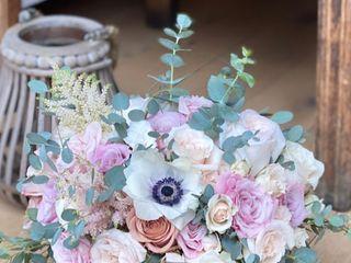 We Make Fun Floral & Design. 3