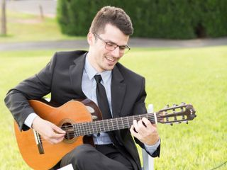 John Oeth | Phoenix Acoustic Guitarist 1