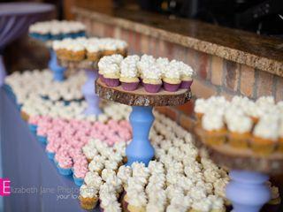 """B"" Sweet Cupcakes 2"