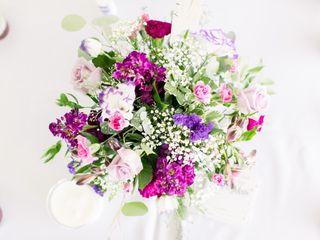 Monzie's Floral Design 1