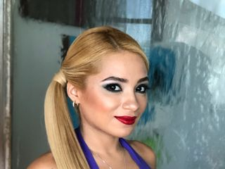 Lizzie Ibarra Hair & Airbrush Make-up Artist 1