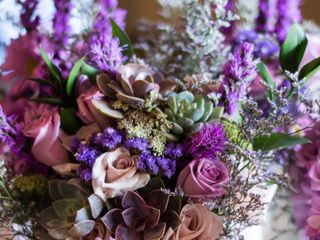 Jovani Linens and Floral design 5