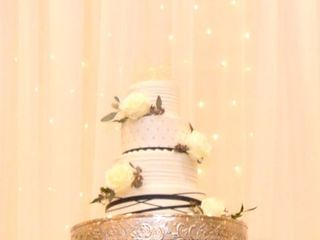 Lesley's Creative Cakes, Flowers & Catering 7