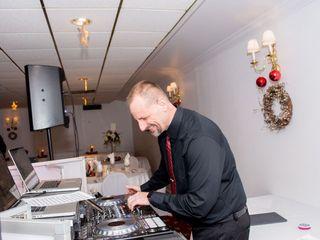 JOEY B'S DJ & Photo Booth Service 3