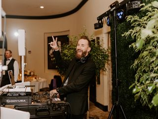 Seegers Sound, DJ, Lighting, Photo Booths and Videography 3