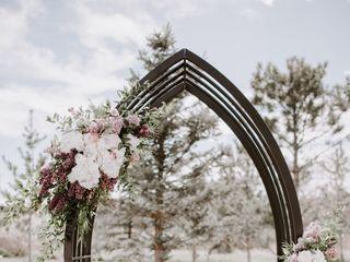 Living Arts Exquisite Floral Designs 4