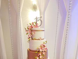 Nena's Cakes Boutique  3