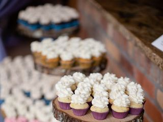 """B"" Sweet Cupcakes 3"