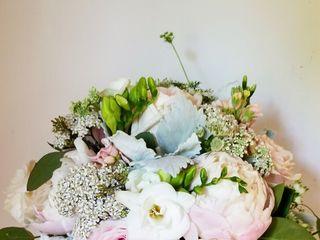 Heaven Scent Floral Design 1