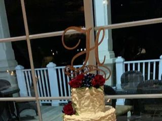 Edible Creations Custom Cakes  2