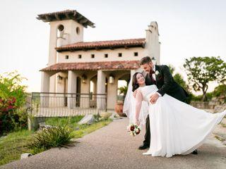 Hand Heart and Crown Weddings 7