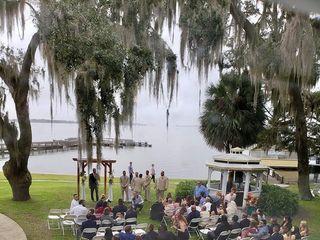Lakeside Inn 5