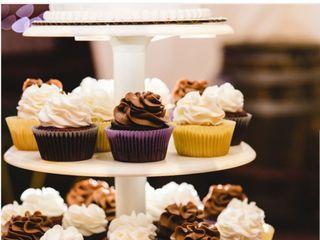 """B"" Sweet Cupcakes 5"