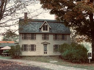The Old Manse 4
