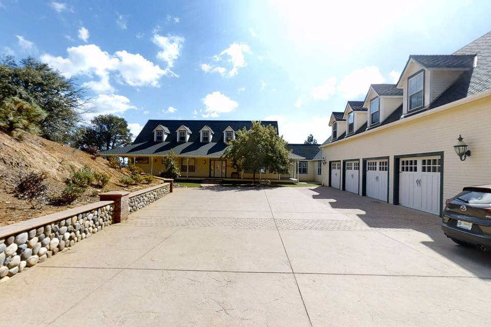 The Sierra Estate 3d tour