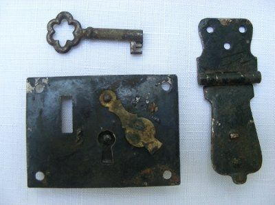 Antique/Vintage looking lock with ornate key - where to get?