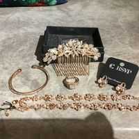May i see your jewelry sets? - 1