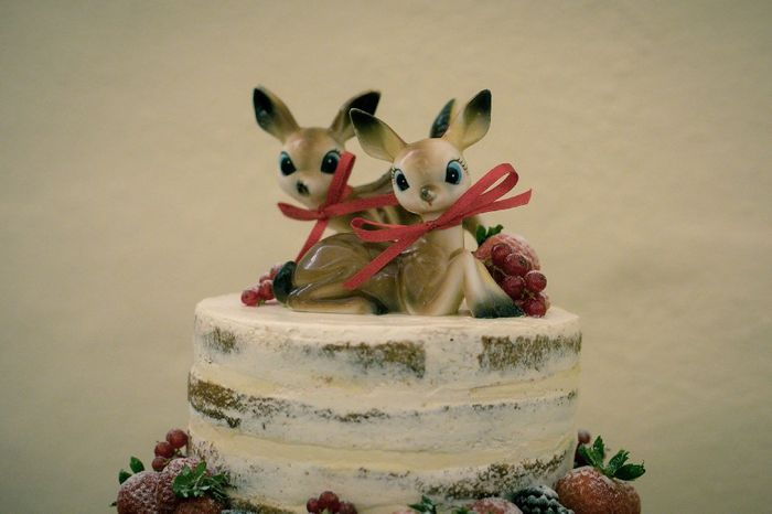 Do couples still use figurine cake toppers? 9