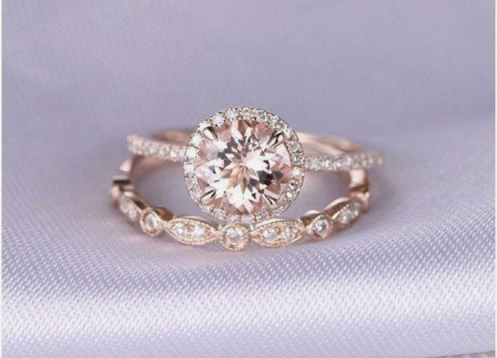 Who has a rose gold ring? 1