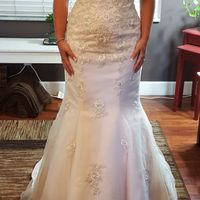 Let's show off our wedding gowns!
