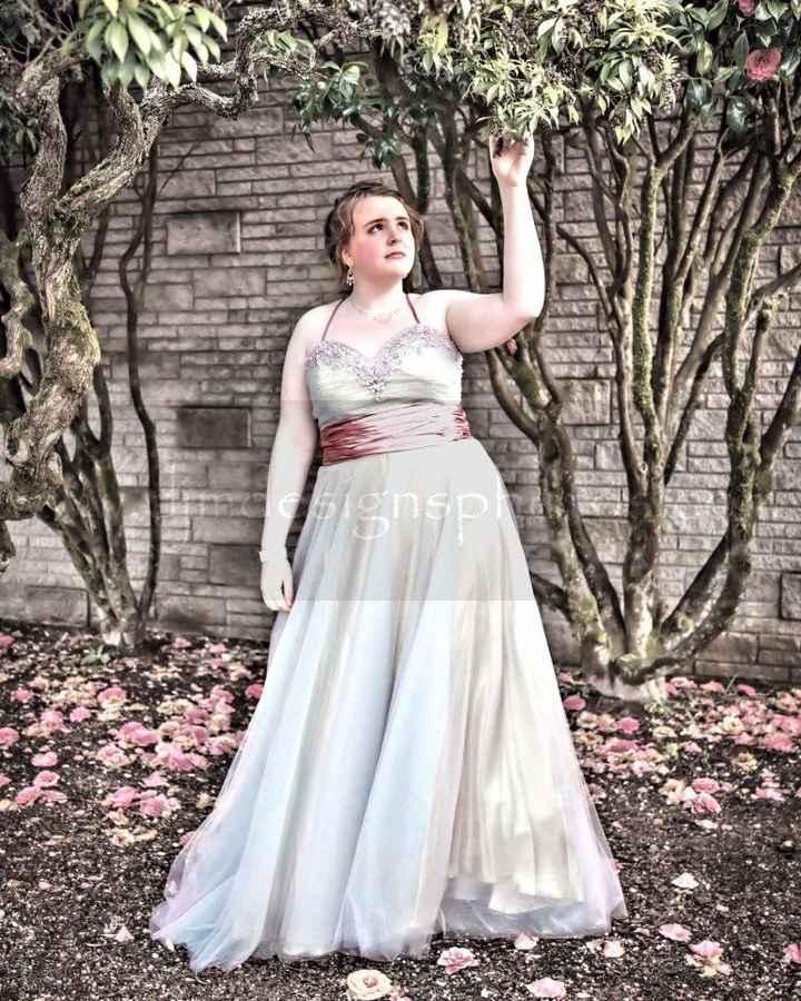 i love my dress but not the waist. - 1
