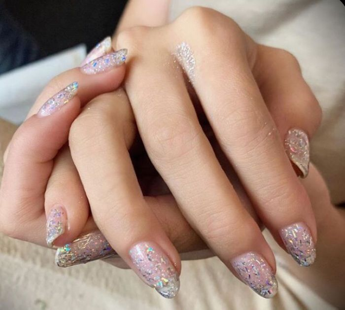 How are you doing your nails? 1