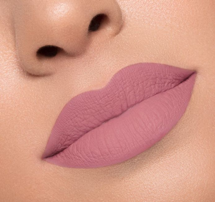 What color lips? 3