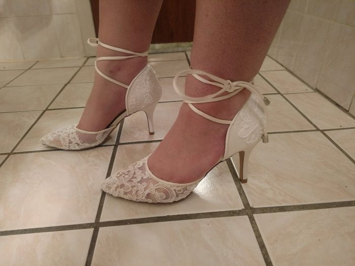 Curious what everyone's wedding shoes look like? 16