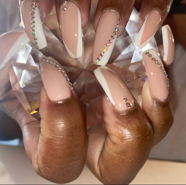 Where And When To Get Nails Done? 1