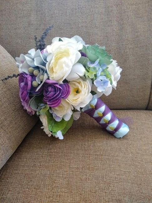 Has anyone else decided on doing their own bouquet? 5