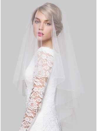 What type of veil would you pair with this dress? - 1