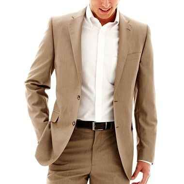 Does this suit need a vest?