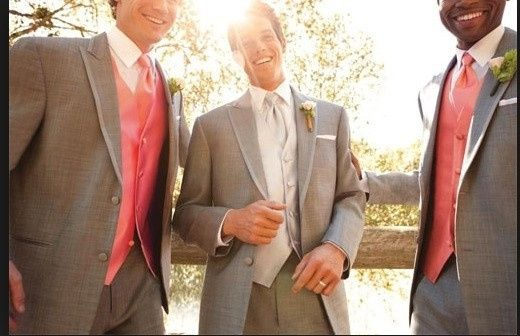 How to distinguish Man of Honor from groomsmen