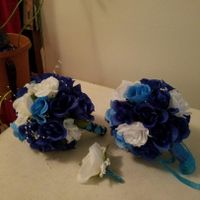 brides maids & grooms men( blue  & white silk roses)