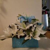Sweetheart table w/turquoise & white tiger lilies