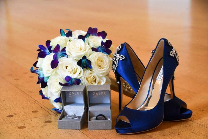 Curious what everyone's wedding shoes look like? 6