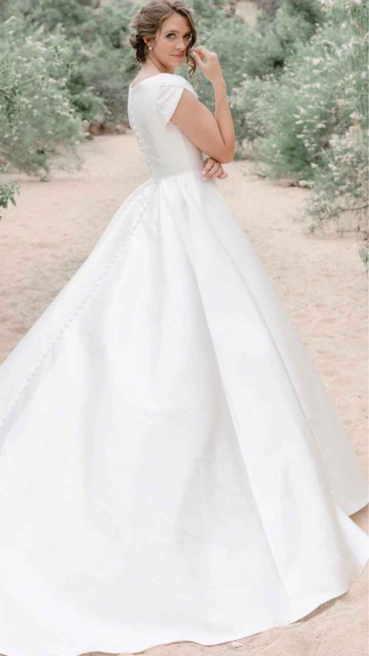 Show me your plain/simple wedding gowns with accessories! - 1