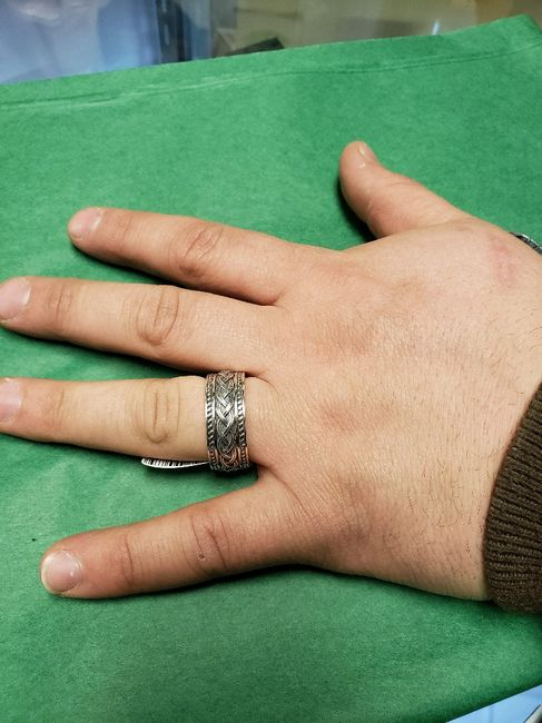 Can i see the your Fh's wedding band? 4
