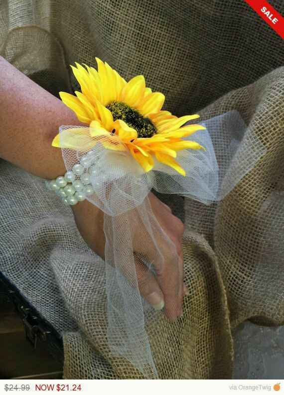 Any brides not doing bridal party bouquets? - 1