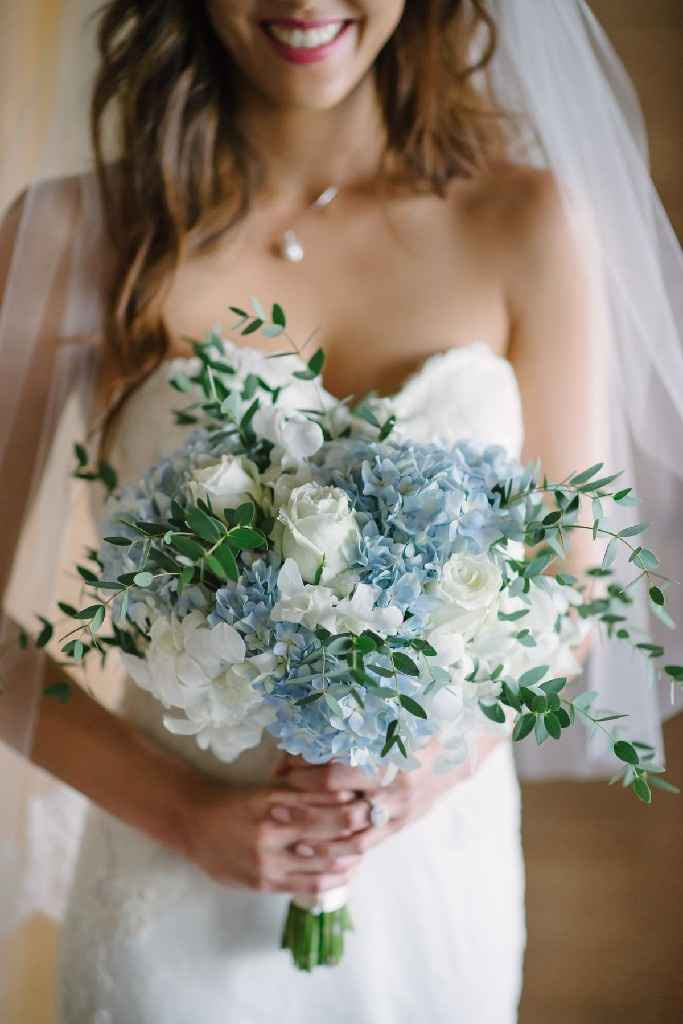 White or Colored Bouquet? - 1